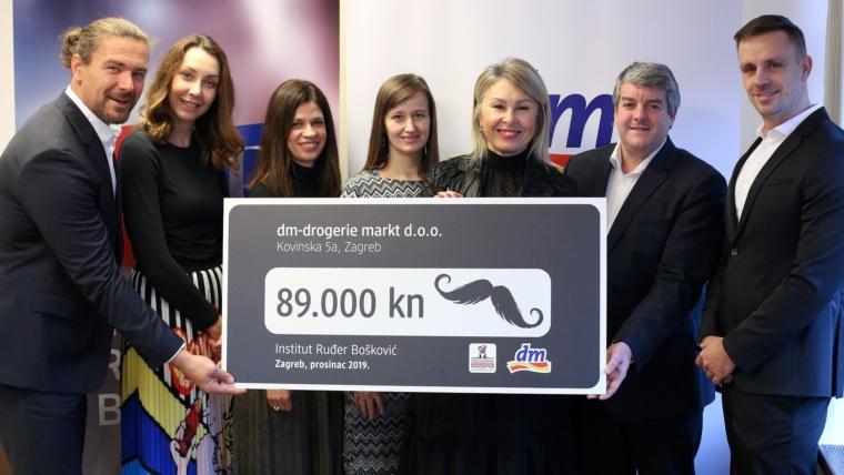 Predstavnici dm-a i Instituta Rudjer Boskovic na primopredaji donacije