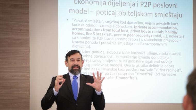 Nedo-Pinezić-foto-sa-predavanja-1854x1200