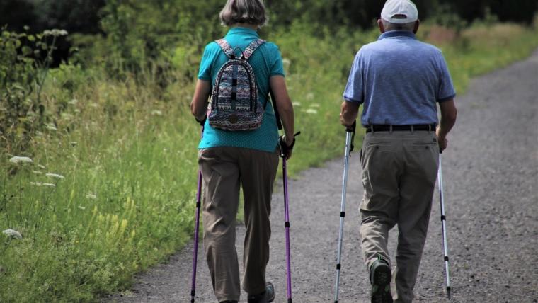 umirovljenici šetači
