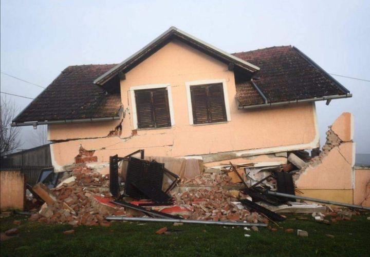 urušena kuća